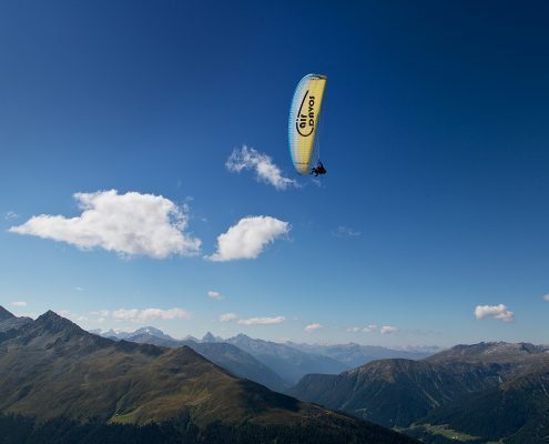 Paragliding thermal flight in Davos