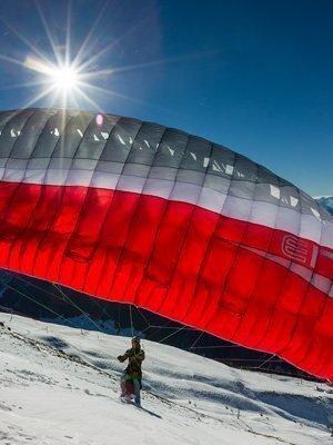 Jan Caspar Gleitschirm-Start im Winter mit seinem Skywalk-Soloschirm
