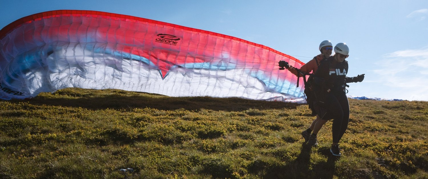 Start from Jakobshorn mountain for a paragliding tandem flight over Davos