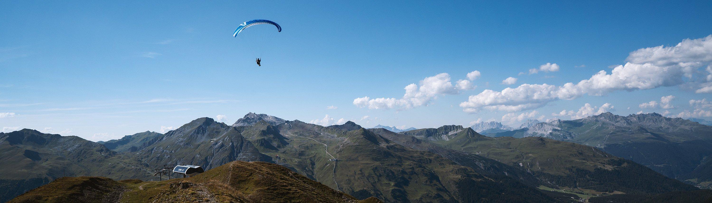 Soaringflüge im Sommer über dem Davoser Brämabüel