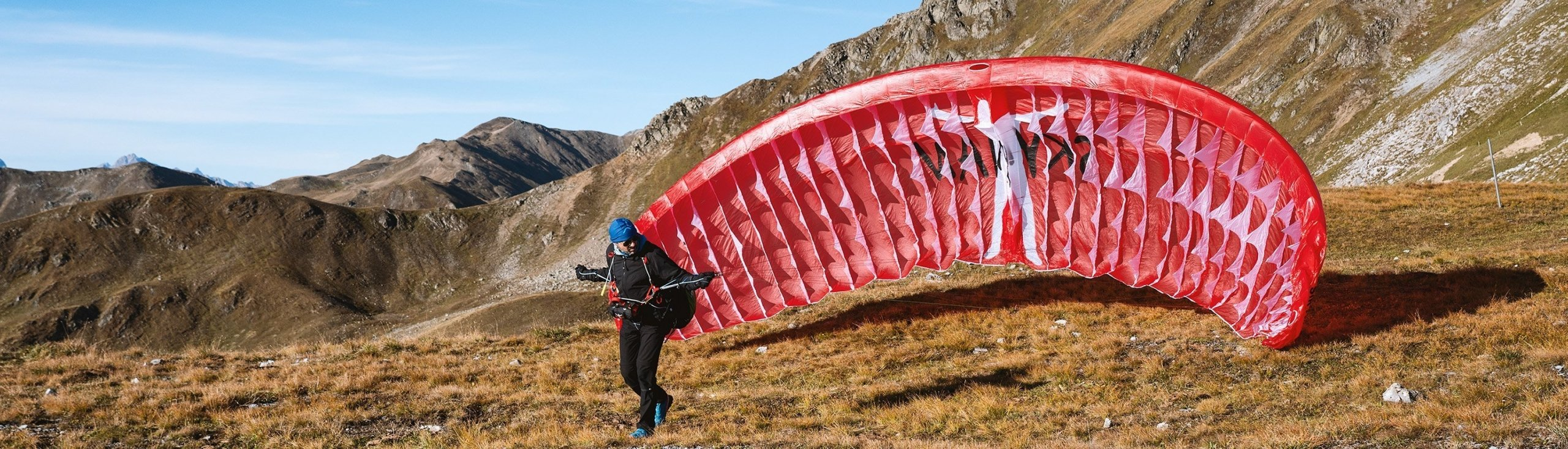 Hike and Fly from the Strelapass with the single skin paraglider Skyman Sir Edmund