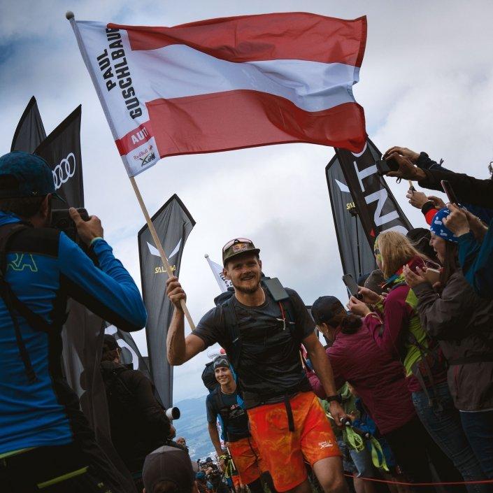 Red Bull X-Alps 2019 Skywalk-Pilot Paul Guschlbauer trifft auf dem Gaisberg ein