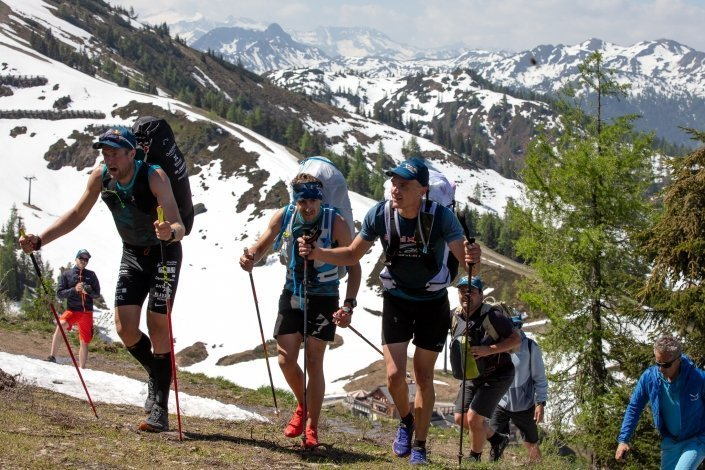 Red Bull X-Alps 2019 Prolog Grießenkareck Sieger-Trio (Maurer, Pinot, Outters) im Aufstieg. Es winkt ein zusätzlicher Nightpass.