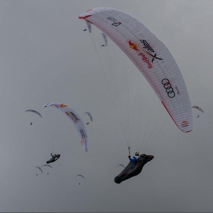 Red Bull X-Alps 2019 Gleitschirm-Startpulk vor dem Salzburger Gaisberg