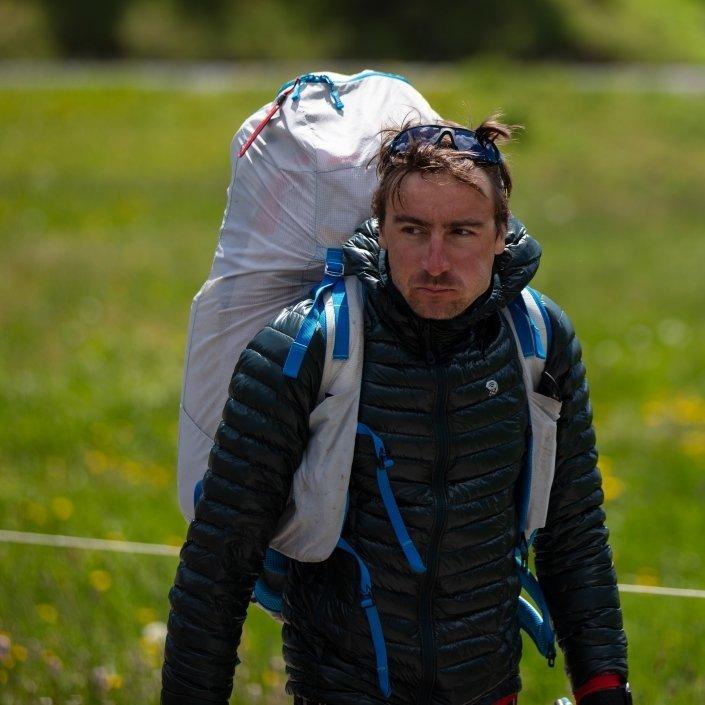 Mixime Pinot auf dem Weg zum nächsten Hike& Fly Startplatz (Turnpoint Davos Red Bull X-Alps 2019)