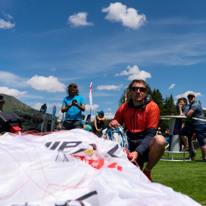 Red Bull X-Alps 2019 Turnpoint Davos Maxime Pinot mit seinem Ozone Zeolite