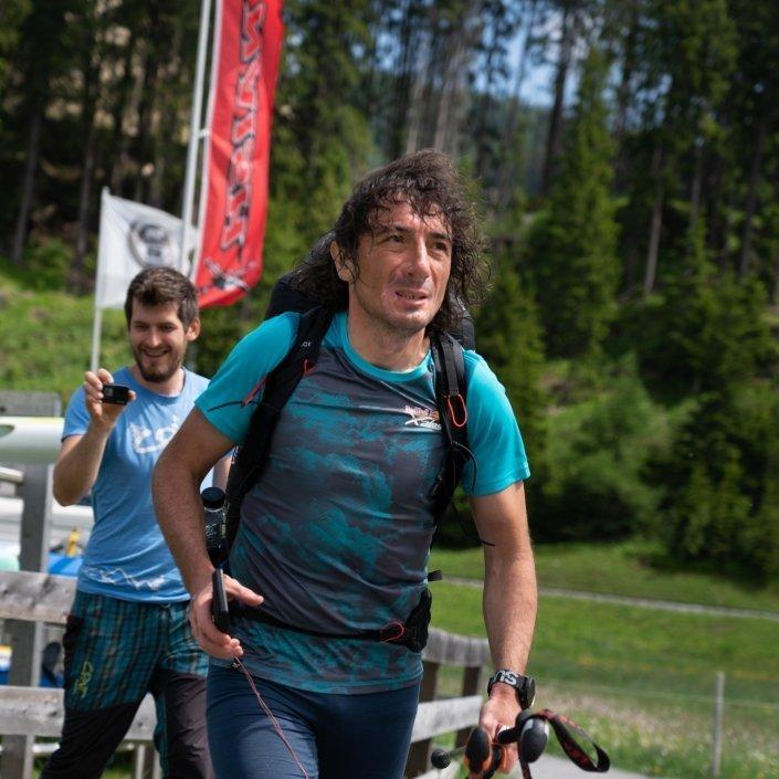 Red Bull X-Alps 2019 Toma Coconea auf dem Weg zum nächsten Hike&Fly Startplatz in Davos