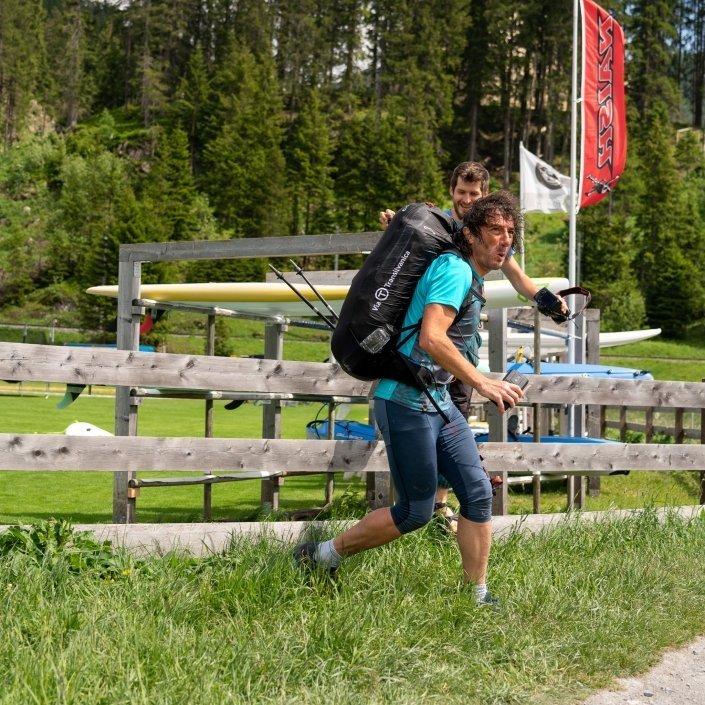 Red Bull X-Alps 2019 Toma Coconea direkter Weg zum nächsten Gleitschirm-Startplatz auf dem Strelapass