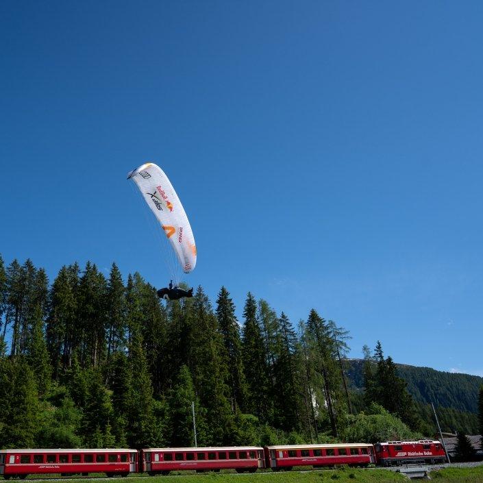 Red Bull X-Alps 2019 Adrian-Keller (Team SUI3) im Anflug