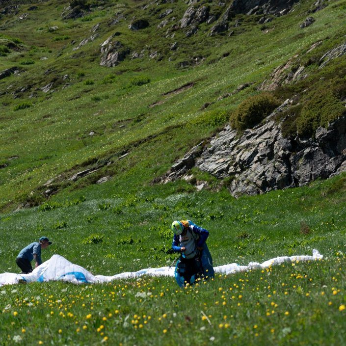 Red Bull X Alps 2019 Hike and Fly Race Turnpoint Davos Day 5 Kinga vorm Start unterm Höhenweg