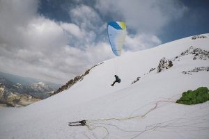 Elbrus West Summit Paraglider Hike&Fly Start