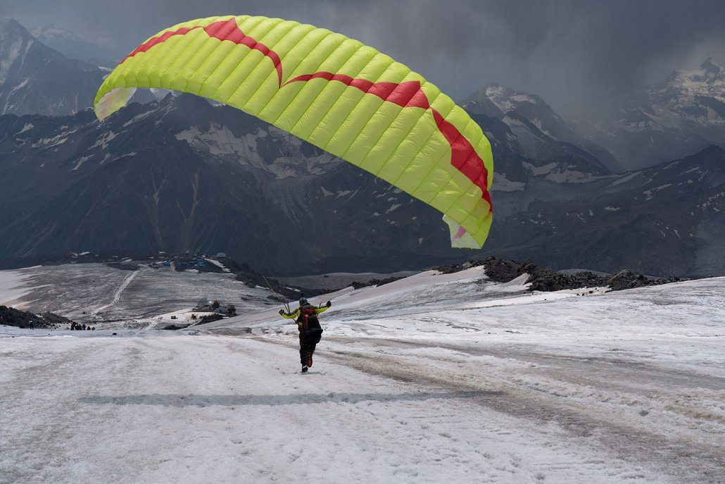 Hike And Fly Elbrus: Akklimatisierung Gleitschirm Ozone Ultralite 4