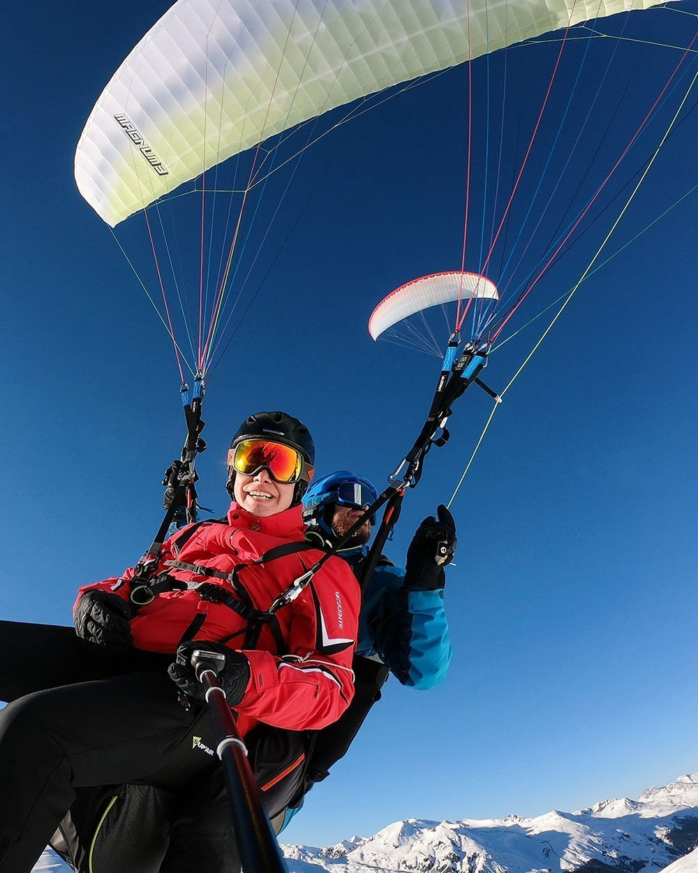 Paragliding voucher Davos. Most popular tandem / panoramic flight from Jakobshorn or Gotschnagrat. High-quality photos of the flight included.