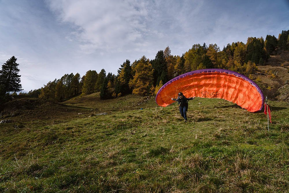 Paragliding basic training in Davos. Start at the training hill.