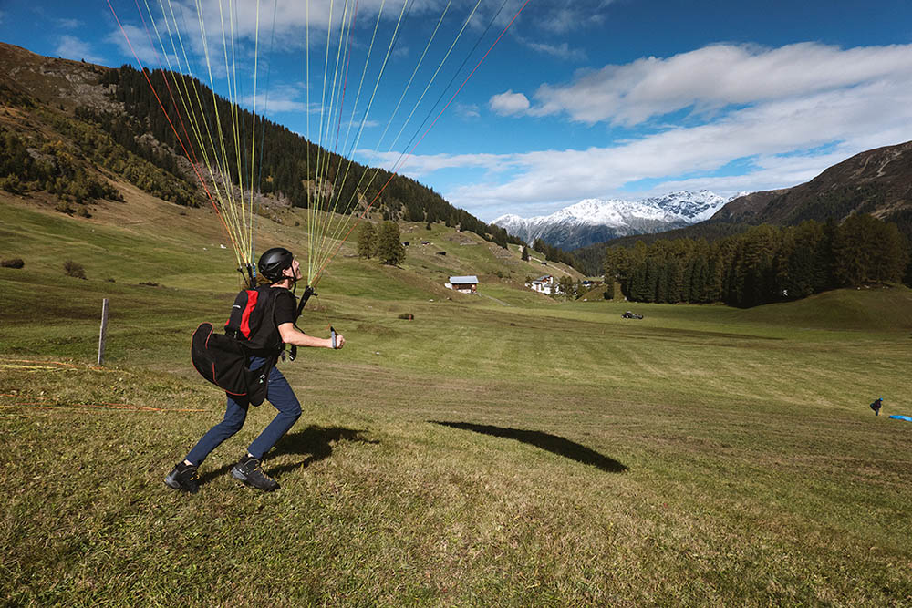 Paragliding training on the practice slope in Davos